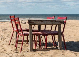 Het strand van Scheveningen. Een gevolg van klimaatverandering is stijging van de zeespiegel